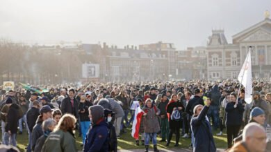 Photo of ME grijpt in, waterkanon ingezet bij demonstratie Museumplein